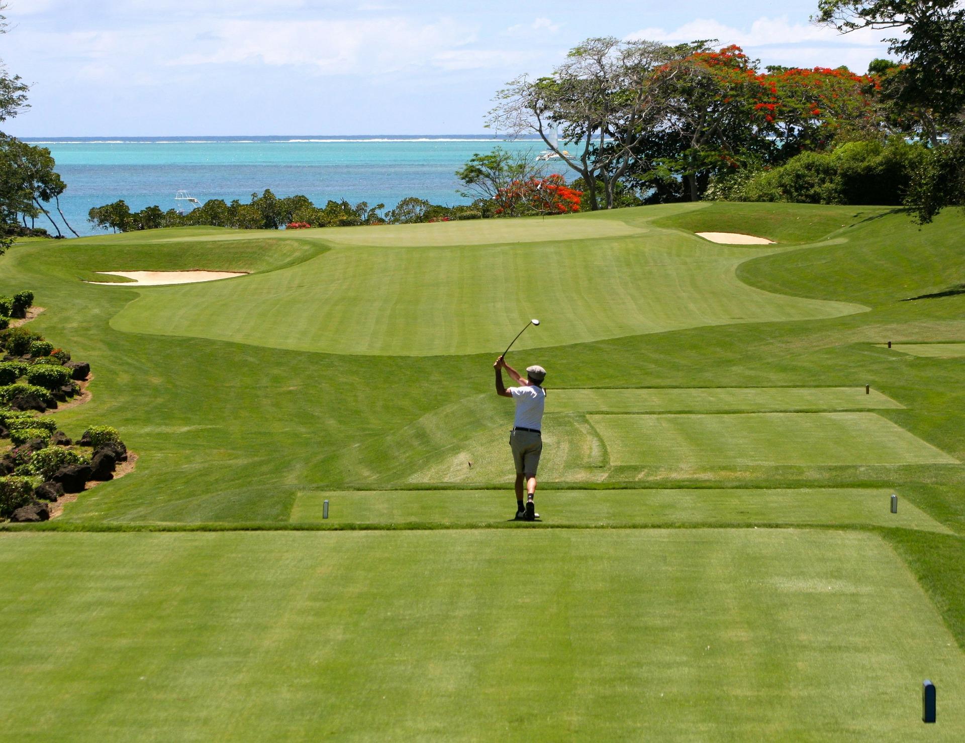 person golfing in anna maria island